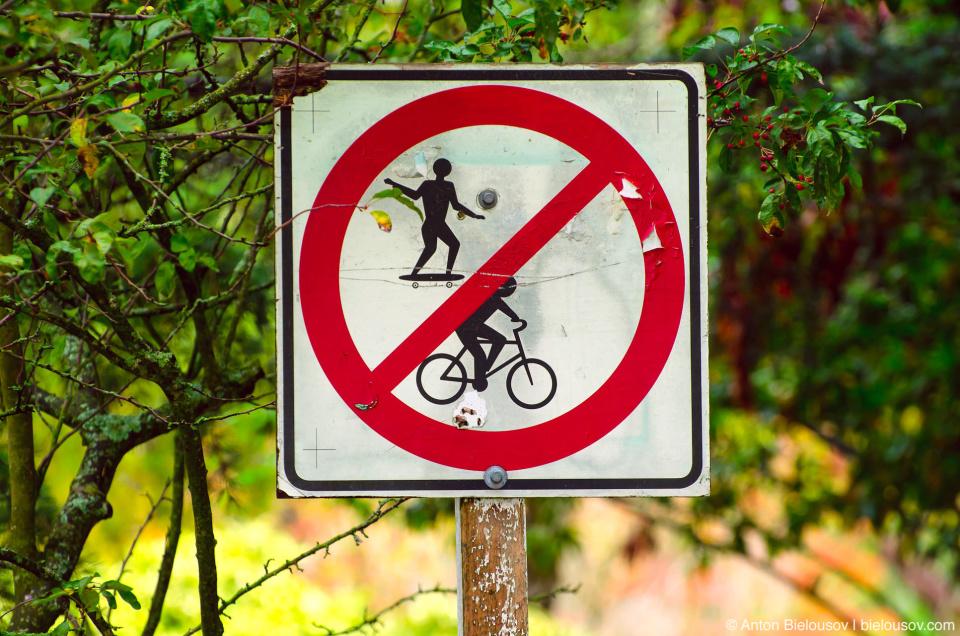 Skateboarding and biking prohibited sign in Minoru Park (Richmond, BC)