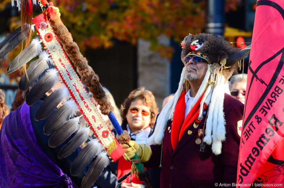 Организация ветеранов коренных жителей канады на дне памяти в Ванкувере