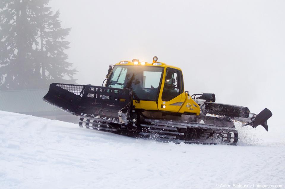 Снегоочистительная техника на горе Grouse Mountain