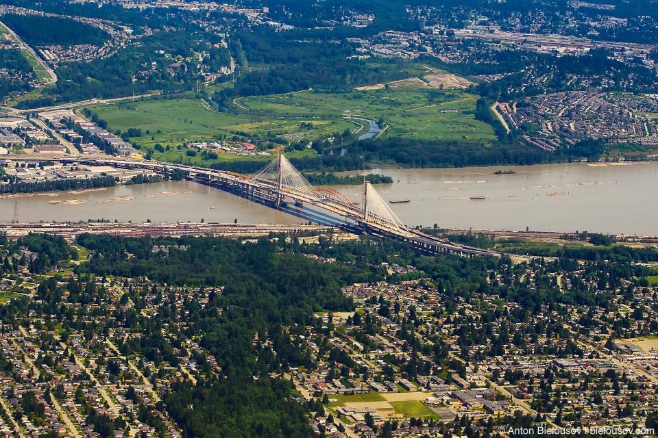 Фото с самолета: новый Сюррейский мост в Ванкувере