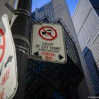 Знак «не хотдожить» в Торонто