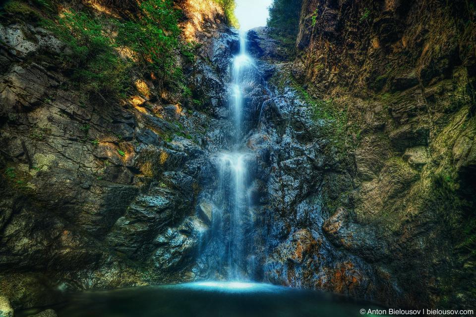 Водопад Norvan Falls в Ванкувере в октябре