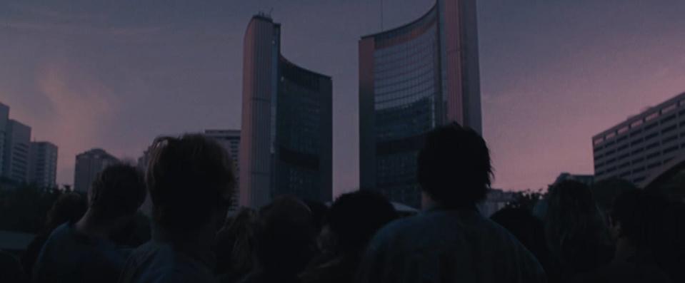 Resident Evil: толпа зомби осадила здание гороодской ратуши Торонто