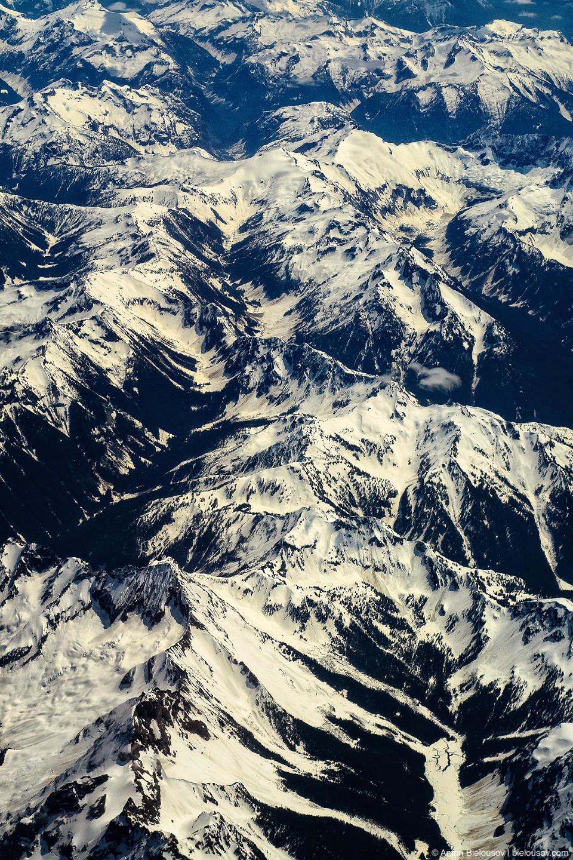 Снежные пики американских гор недалеко от Ванкувера