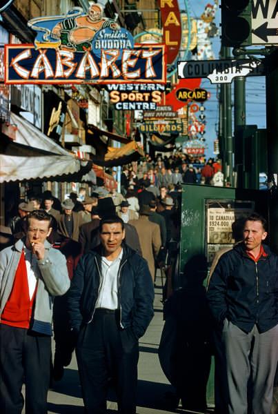Хастингс и Коламбия, 1958 год. (© Fred Herzog—Courtesy of Equinox Gallery, Vancouver)