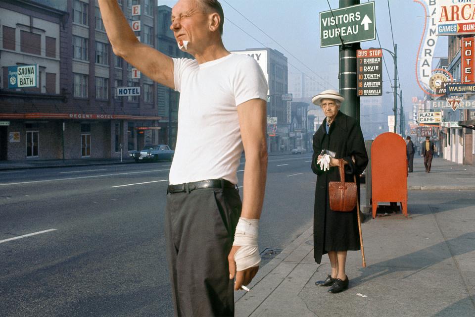 Человек с повязкой, 1968 год. (© Fred Herzog—Courtesy of Equinox Gallery, Vancouver)