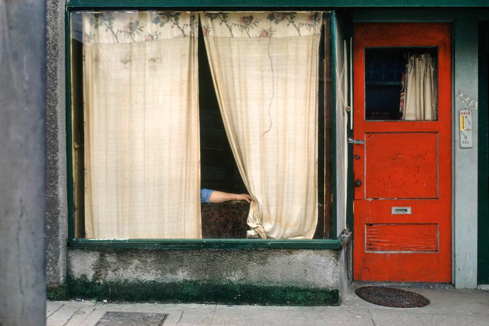 Занавески, 1972 год. (© Fred Herzog—Courtesy of Equinox Gallery, Vancouver)