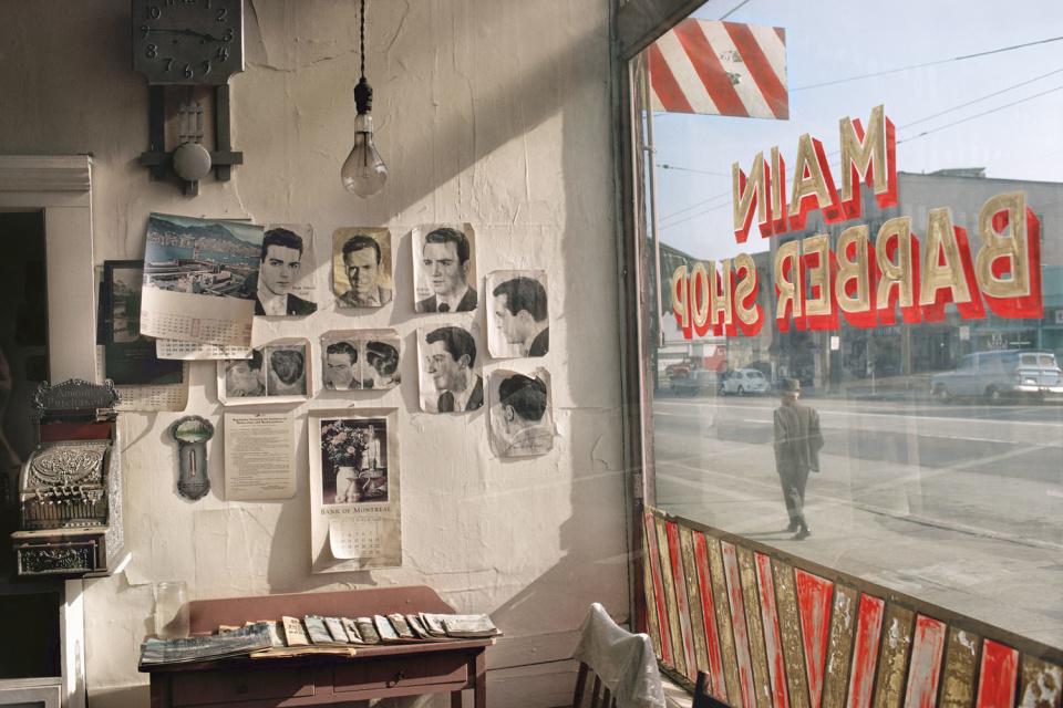 Парикмахерская на улице Фут оф Мейн, 1968 год. (© Fred Herzog—Courtesy of Equinox Gallery, Vancouver)