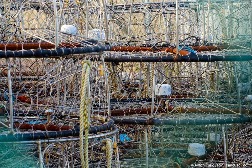 Крабовые ловушки в рыбацких доках