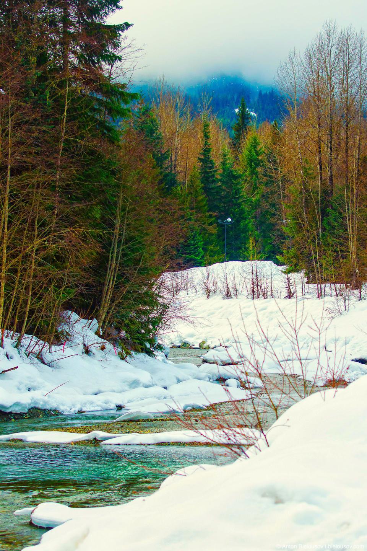 Горная река, стекающая с Вистлера в Потерянное озеро