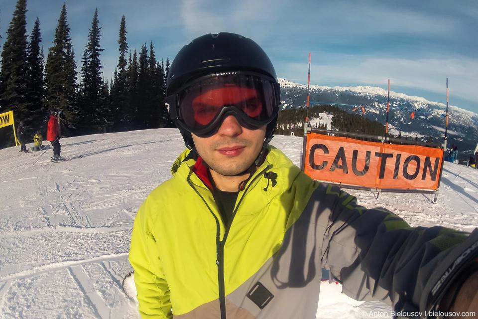 В лыжной маске
