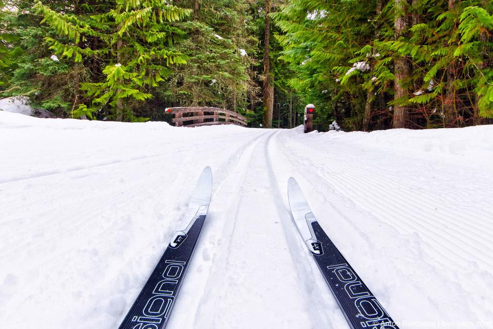 Лыжня вокруг Потерянного озера делается специальной лыжнепрокладывательной машиной