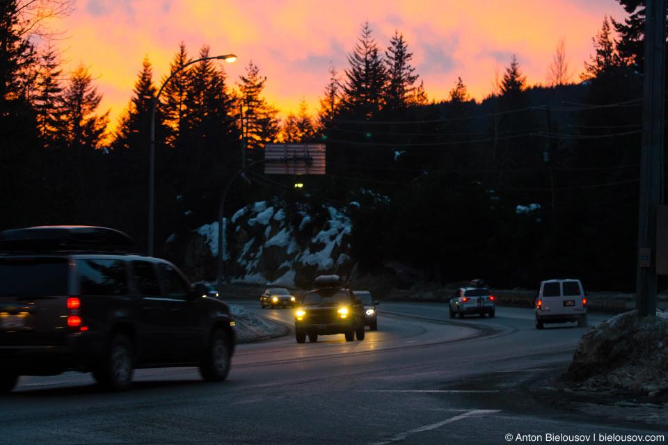 Закат над шоссе Sea-to-Sky — одной из самых красивых дорог в мире