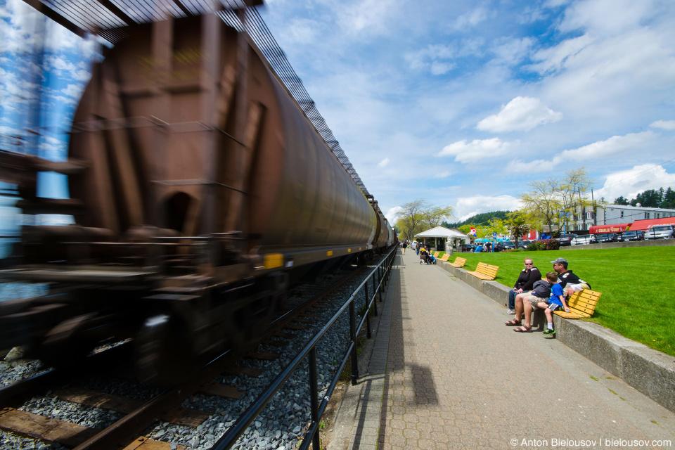 Поезд на набережной White Rock, BC