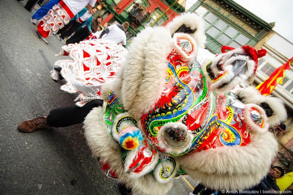 Нянь — чудовище, обитавшее в морских глубинах или горах и осуществлявшее набеги на мирных китайцев в первый день нового года