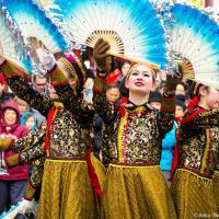 Китайские танцовщицы с веерами
