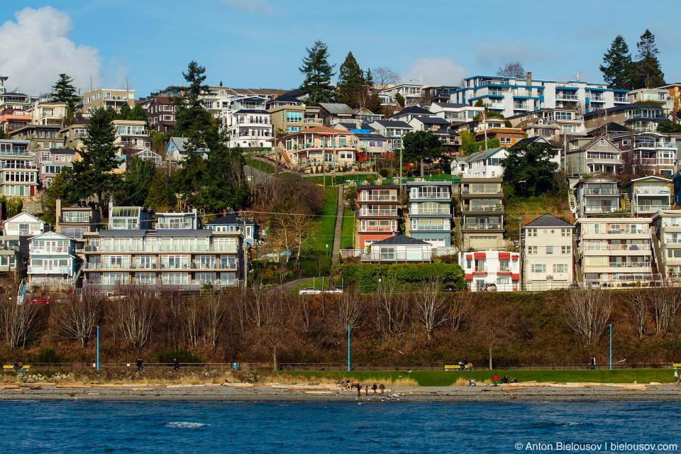 Дома на берегу Уайт-рокс, каждый — с замечательным видом на океан