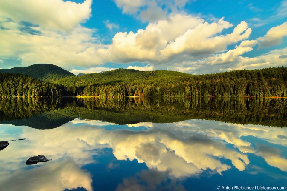 Отражение неба в озере Сасамат (Sasamat Lake, Port Moody, BC)