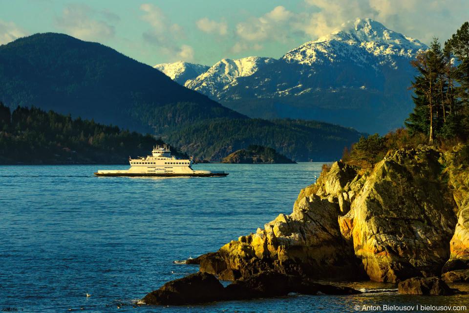 Паром, горы острова Ванкувер и залив Horseshoe Bay