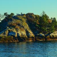 Панорама острова Whyte в  Whytecliff — во время отлива к нему открывается проход