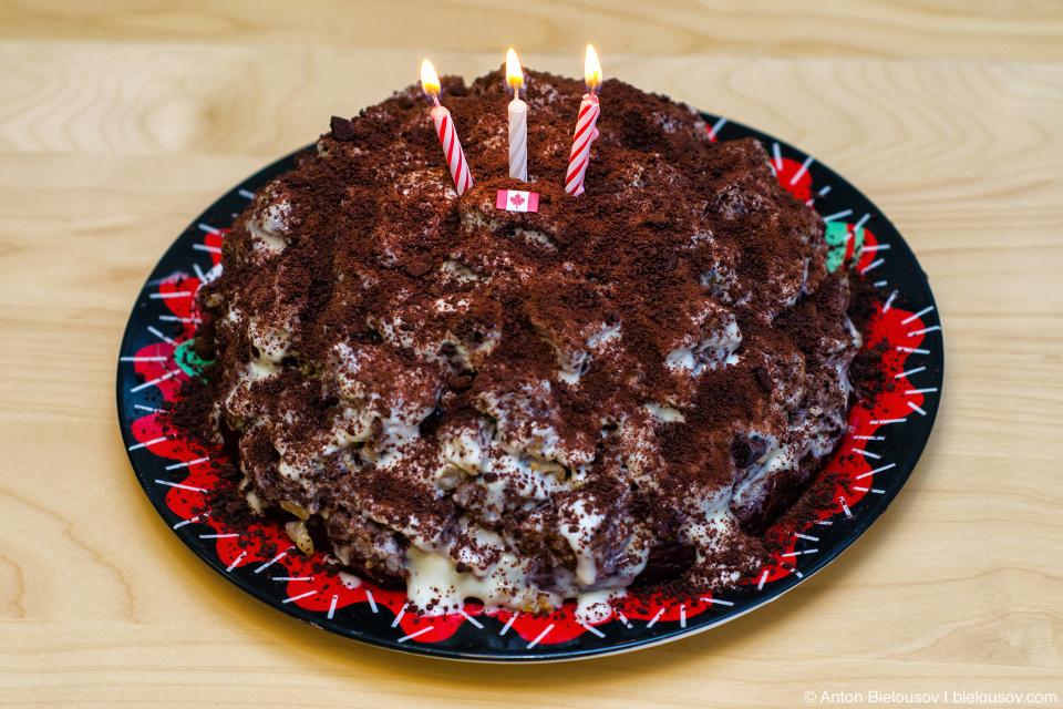 Торт с тремя свечками на третью годовщину переезда в Канаду