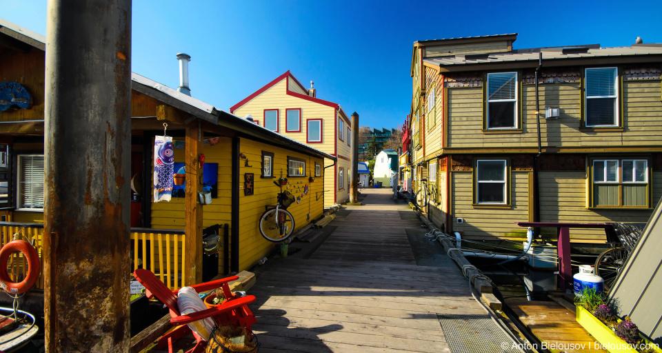 Улица в плавучем послке Fisherman's Wharf (Victoria, BC)