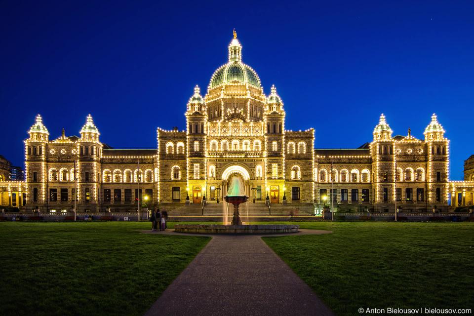 На здании парламента в Виктории — ровно 3,333 оампочки