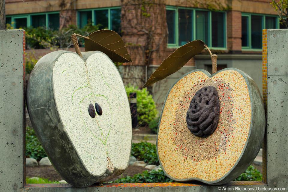 Помимо монстров Клоуна славится своими яблоками и персиками.