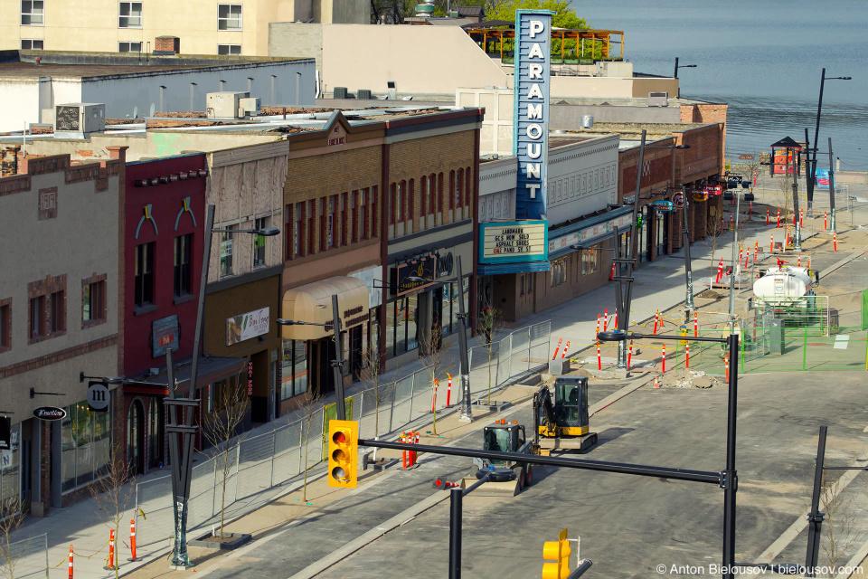 Кроме того, в межсезонье в городе затеяли ремонт на самой центральной улице.