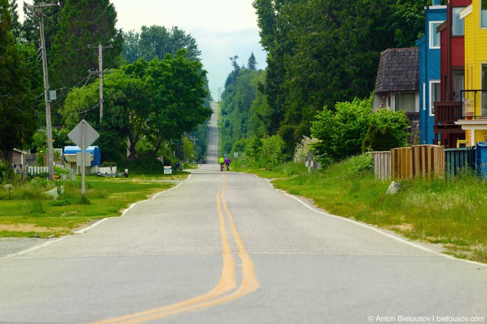 Пограничная улица между США и Канадой — Rousevelt St., Point Roberts, WA