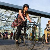 Кульминацией Критической Массы, конечно же, становится перекрытия движение на мостах, благо, в Ванкувере мостов хватает.