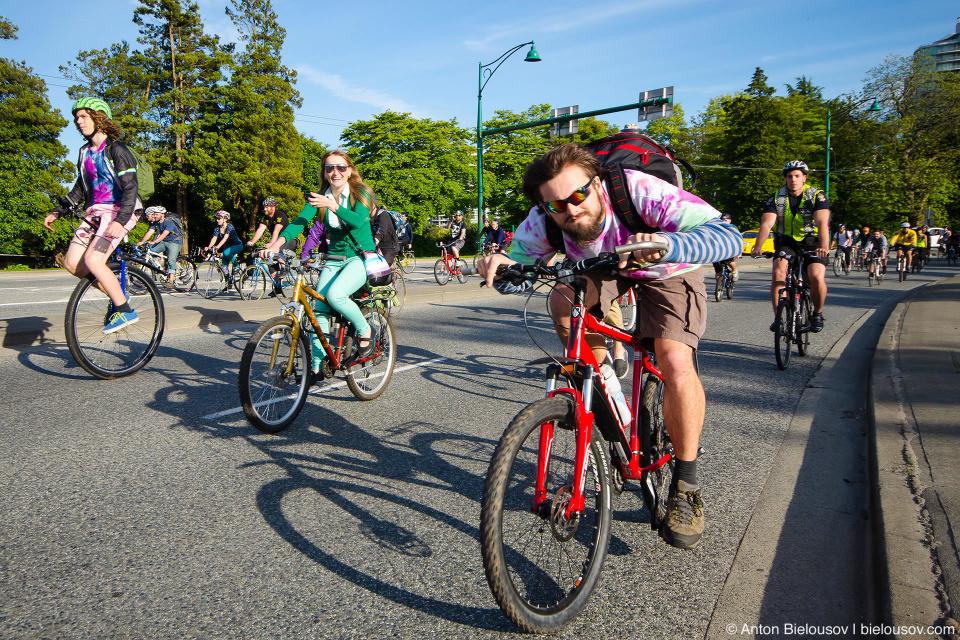 Critical Mass — Мероприятие всячески здоровское — это уникальная возможность прокатиться по дорогам, поездить в толпе, познакомиться с людьми, посмотреть на город другими глазами, наконец.