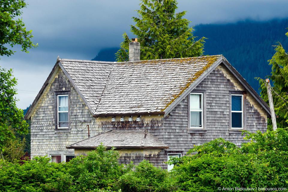 Старый дом в центре Tofino, BC