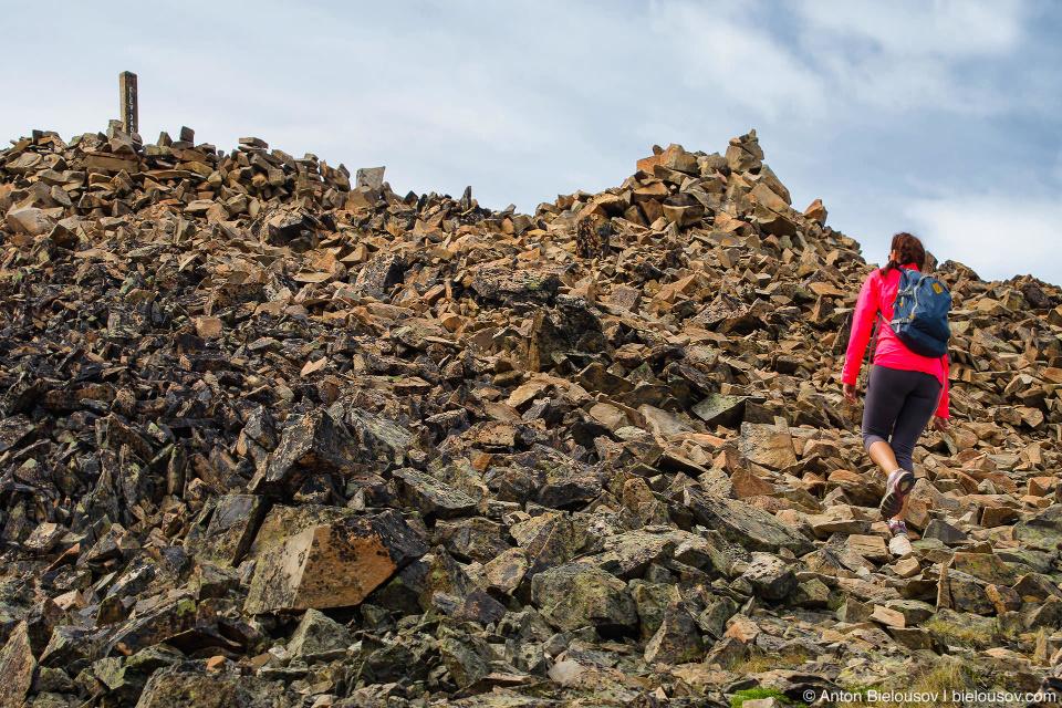 Последние каменистые 600 метров — между пиками Frosty E1 и Frosty Mountain