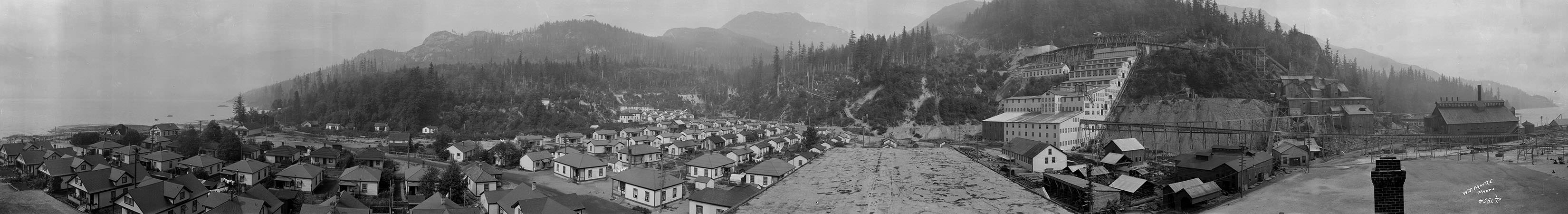 Britannia Mining and Smelting Co, town and waterfront, Britannia Beach 17 Aug. 1917 © W.J. Moore Photo Vancouver Archives PAN N34