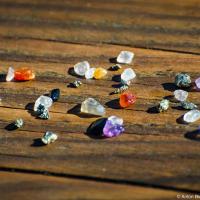 Правда, в основном, находятся полудрагоценные камни и пириты. Все найденое можно оставить себе.