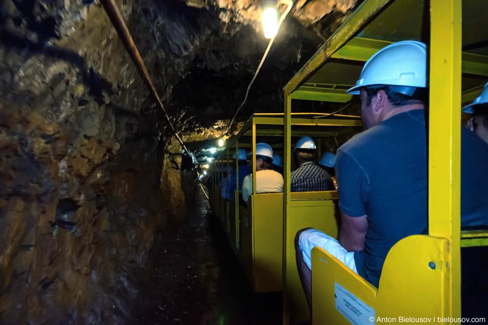 Хотя для большинства изюминкой, конечно же, явлется заезд в шахту на вагонетке.