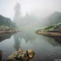 Горное озеро в облаке