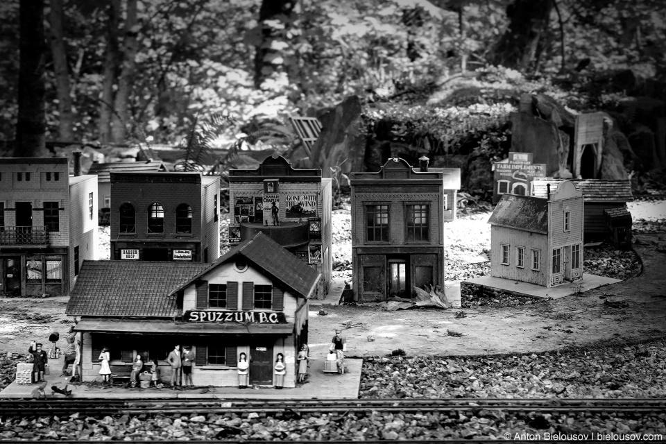Миниатюрный городок в музее West Coast Railway Heritage Park