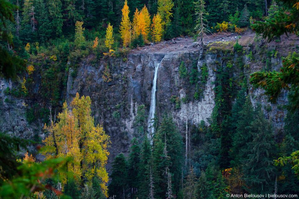 Distant Keyhole Falls