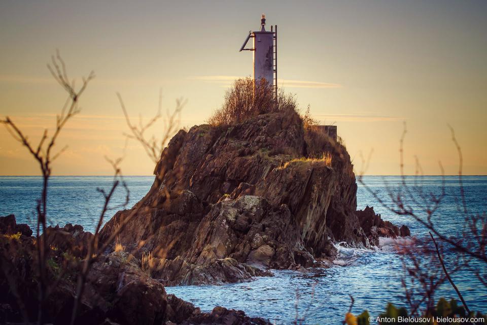Закат у маяка на западном берегу Bowen Island