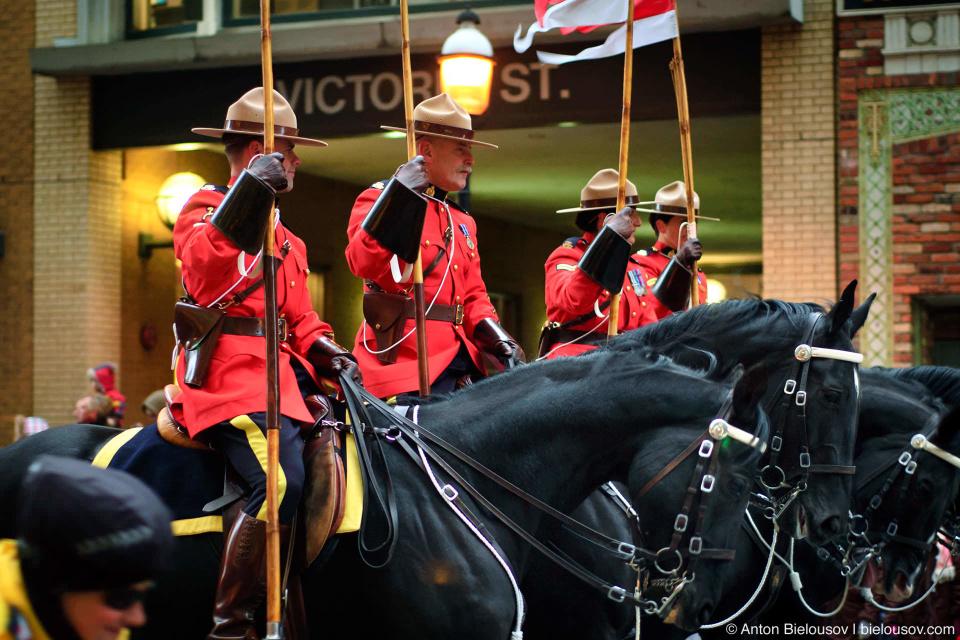 Конная полиция (Toronto RCMP Santa Claus Parade, 2010)