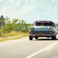 И закатайте немножечко губу в стремлении взять в прокат ретро-авто, которыми так славится страна. Может быть где-нибудь в Гаванне, за вдвое больше вы это и сможете сделать, но точно не в отеле в 100 км от любого города.