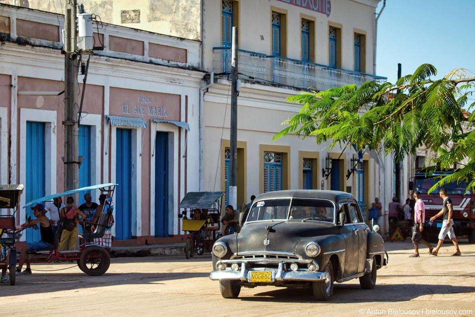 Vintage car, Plaza Marti, Remedios, CUBA