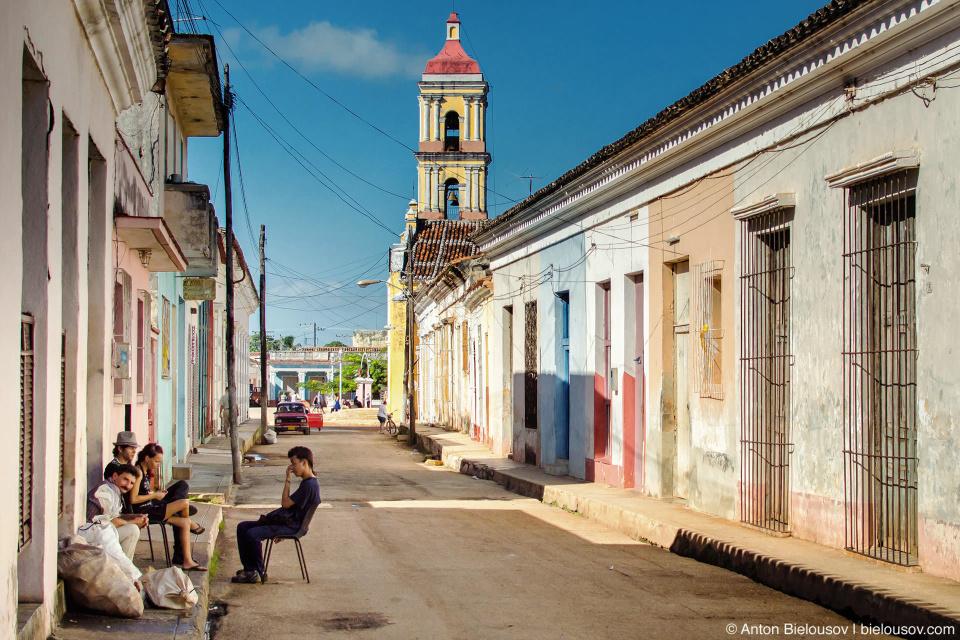 Remedios, Villa Clara, Cuba: Как и все жители Карибских островов, ремедийцы работе предпочитают… просто посидеть.