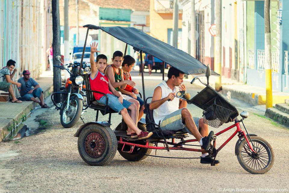Советские люди, говорите, в булочную на такси не ездят? Ну не знаю даже что ответить — заблуждение, как по мне. Remedios, Cuba