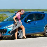 Прокат машины на Кубе  Собственно никаких проблем с этим нет — пункт проката прямо на парковке перед отелем, сеть проката — как и все на Кубе — глобальная и государственная. Цены… цены не слишком приятные, при всей бедности в стране, они почти вдвое выше канадских: начинаются от CUC$55/сутки (Hyundai Atos), самое дешевое что было с автоматической коробкой обошлось в CUC$87 (~CAD$95 за Renault 206).