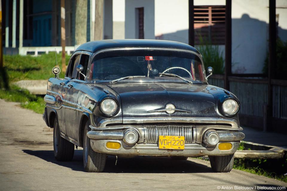 CUBA, Camajuani: vintage Pontiac