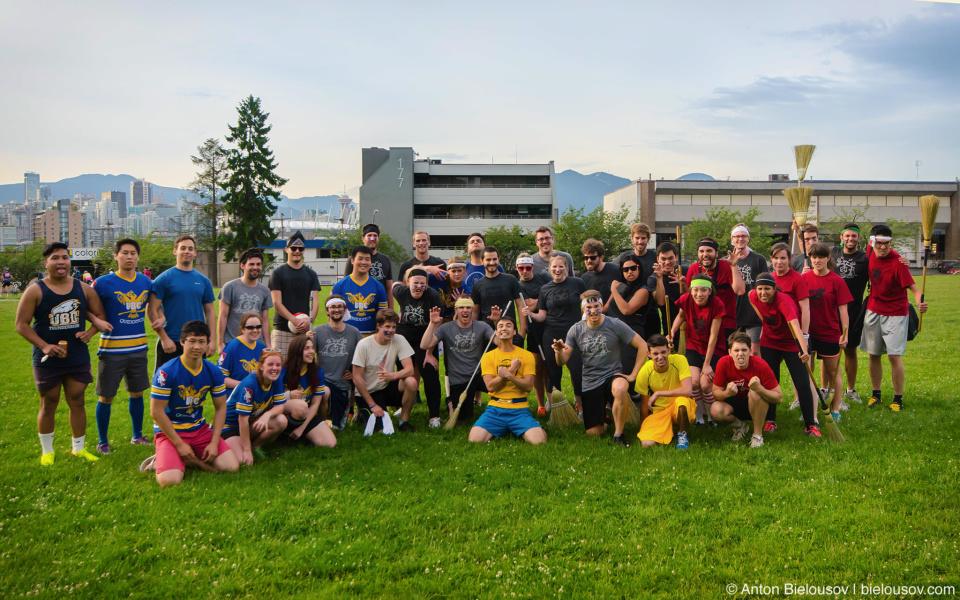 Групповое фото с матча по квиддичу в Ванкувере между EA, Hootsuite, Mobify и UBC