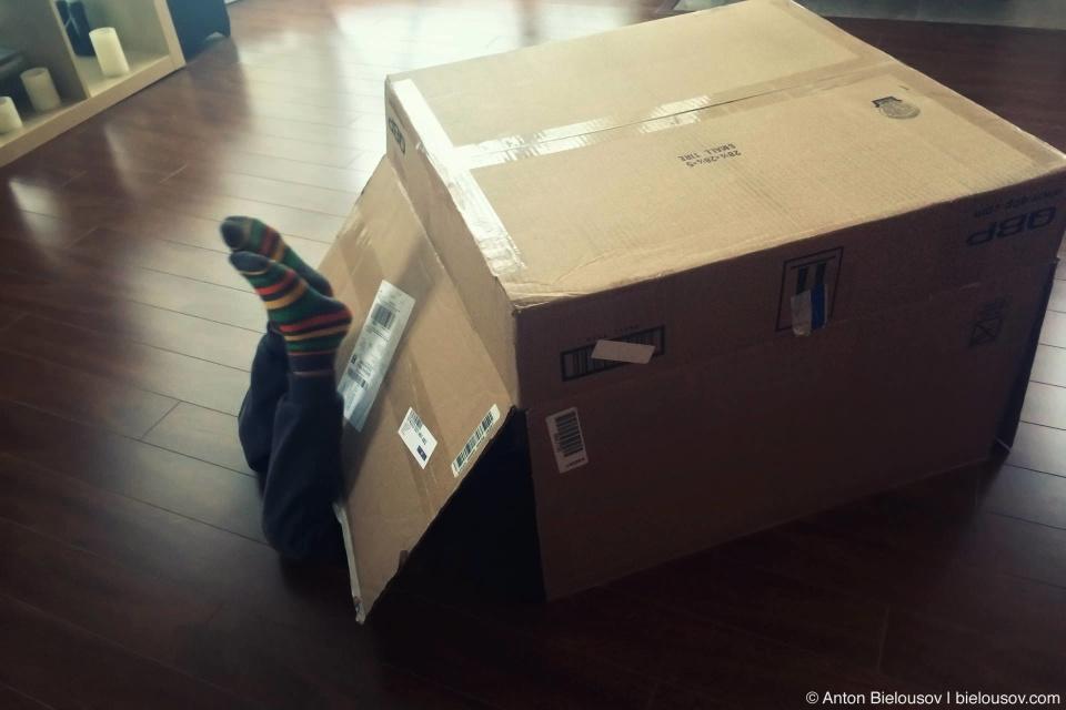Ребенок в коробке